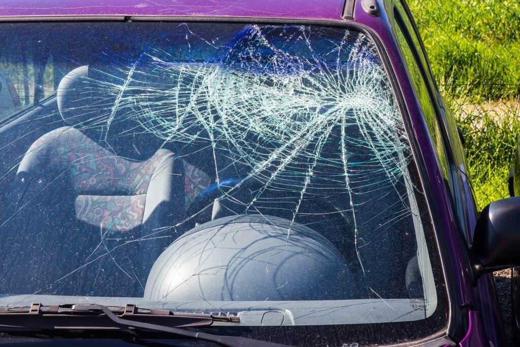 vidro parabrisa quebrado