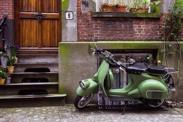 moped-1031006_640